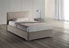divani letto una piazza e mezzo letto samoa modello plain letti a prezzi scontati