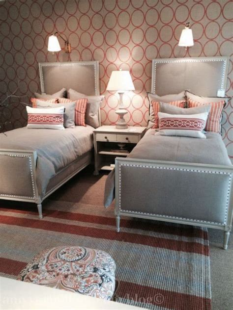 small guest room with two twin beds pinteres best 25 twin bed linen ideas on pinterest green attic