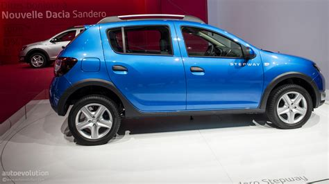 renault sandero stepway 2012 paris 2012 dacia sandero stepway live photos