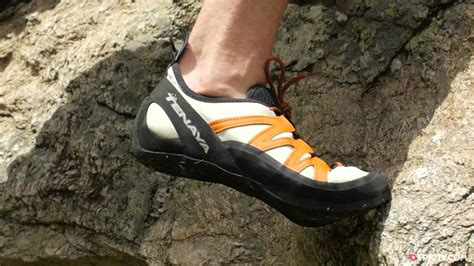 how to choose a climbing shoe how to the right climbing shoes for a trek playo