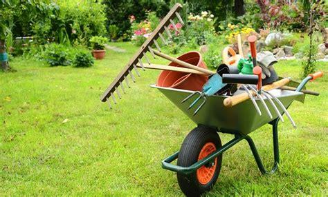 attrezzature per giardino allestimento giardino crea giardino come allestire il