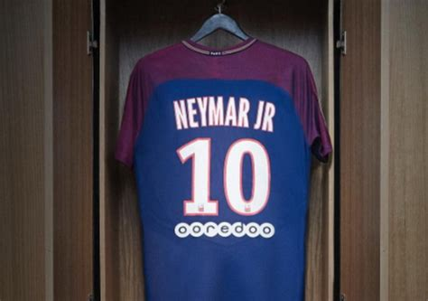 Jersey Bola 10 Neymar Psg Home 2017 2018 Grade Ori S M L Xl jual ratusan ribu jersey neymar da silva psg takkan balik modal okezone bola