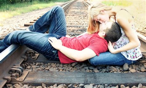 wallpaper kiss free download kiss day sms images quotes wallpapers messages kiss day