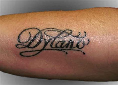 tattoo arm naam tattoo lettering arm naam dylano tattooshop bodylanguage