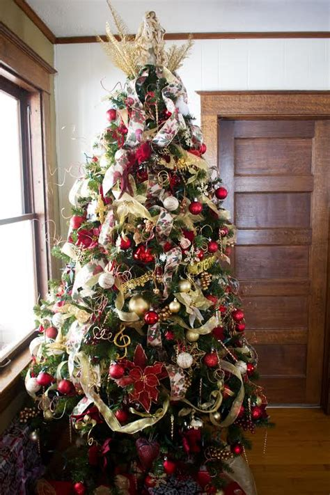 themed tree decorating ideas themed quot overstuffed quot tree tree