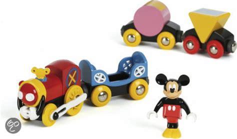 brio mickey mouse bol com brio de trein van mickey brio speelgoed