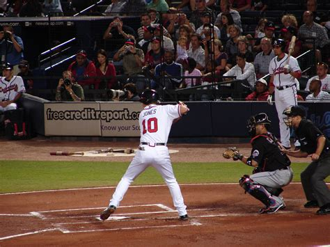 chipper jones swing file chipper jones jpg wikimedia commons