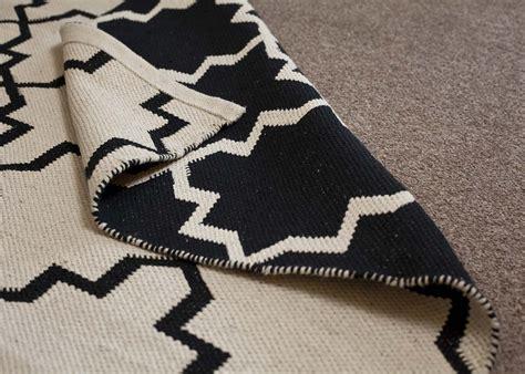 Tapis Berbere Noir Et Blanc by Tapis Effet Kilim Marocain Chez Ksl Living