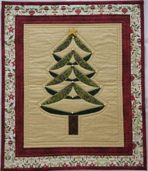 curly christmas tree quilted wall hanging pdf pattern