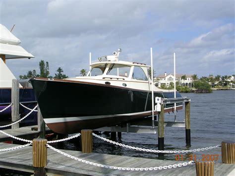 boat lift boatlifts