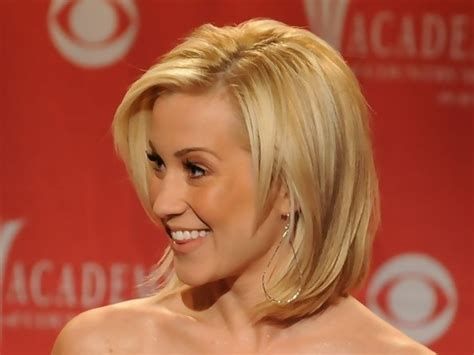 kellie pickler hairstyle photos kelli pickler s layered medium length bob medium length