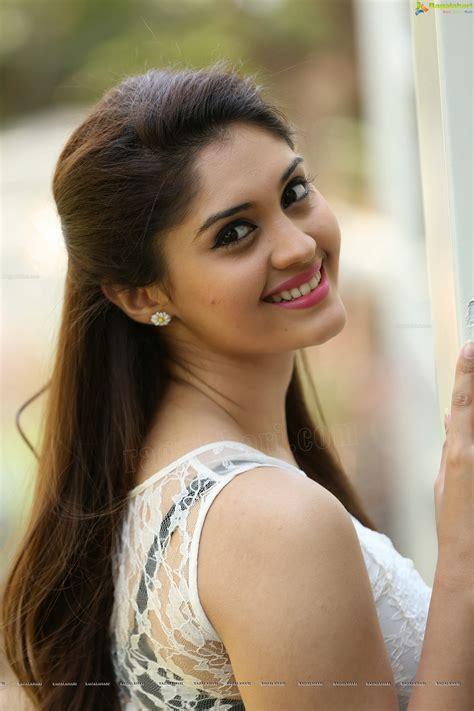 telugu top heroine photos surabhi high definition image 35 telugu actress stills