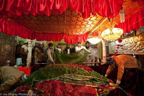 Khwaja Nizamuddin Auliya | Dargah in Delhi | Images | Delhi