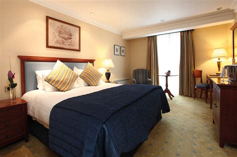 book hotel rooms book a room best western plus 174 manor hotel