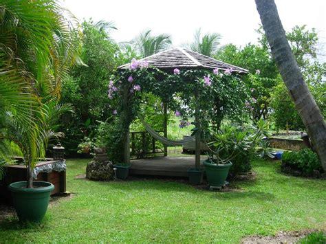 best swing sets for small backyards best swing sets small backyards