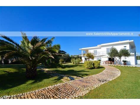 ville con giardino foto appartamento in villa comarino di maruggio cm011