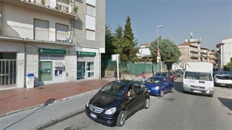 banco di napoli filiale rapina al banco di napoli bandito armato minaccia
