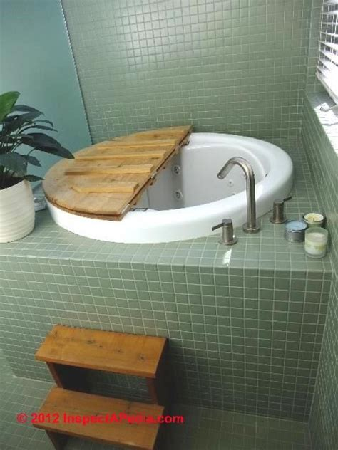 Japanese Style Bathtubs by Best 25 Japanese Soaking Tubs Ideas On Small
