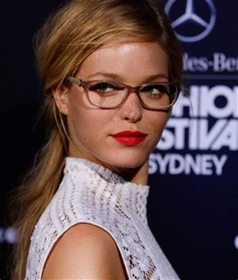Hairstyle For Glasses Wearers by The Best Hairstyles For Eyeglass Wearers