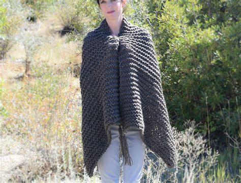 big knit scarf pattern big beginner knit shawl scarf pattern in a stitch