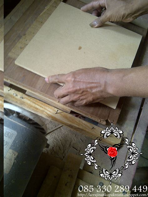 membuat jam html kerajinan souvenir dari kayu limbah membuat jam dinding