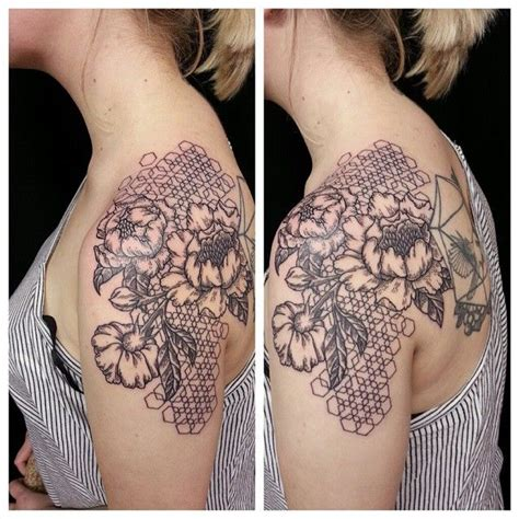 honeycomb tattoo 25 best honeycomb ideas on