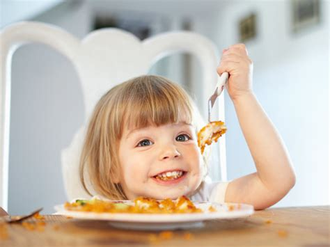 imagenes de niños jugando y comiendo 191 pueden los ni 241 os comer pescado y marisco 191 a qu 233 edad
