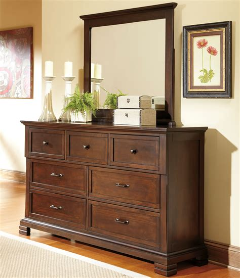 Ways To Decorate A Dresser by Bedroom Dresser Decorating Ideas Decor Ideasdecor Ideas