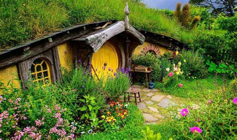 hobbit house new zealand hobbiton the mommist