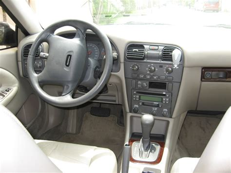 Volvo S40 2001 Interior by 2001 Volvo V40 Information And Photos Momentcar