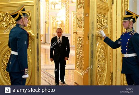 russian guard kremlin honor guard open the golden doors for russian president stock photo royalty