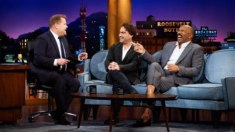 johnny galecki late late show vieraat johnny galecki steve harvey nate fernald the