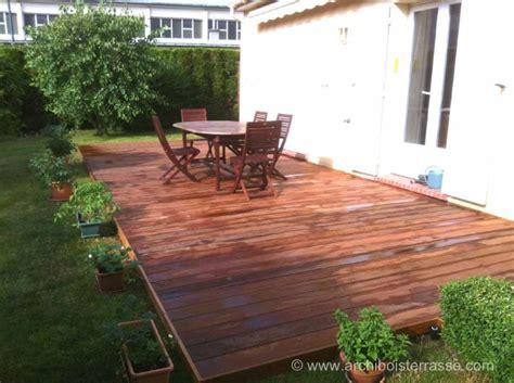 terrasse yvelines terrasse bois classique au sol sur gazon b 233 ton