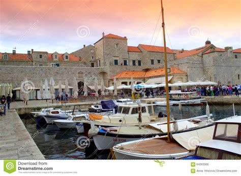 porto dubrovnik porto de dubrovnik imagem de stock editorial imagem de