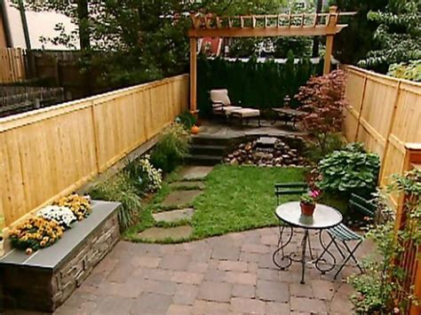 Landscape Ideas For Small Backyard 17 Best Ideas About Small Backyards On Pinterest Small Backyard Landscaping Small Backyard