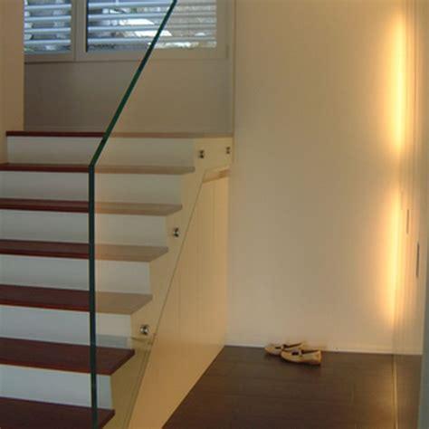 beleuchtung unter treppe garderobenschrank mit umlaufender beleuchtung homeplan