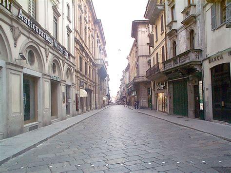 pavia centro storico pavia l appello dei commercianti centro storico