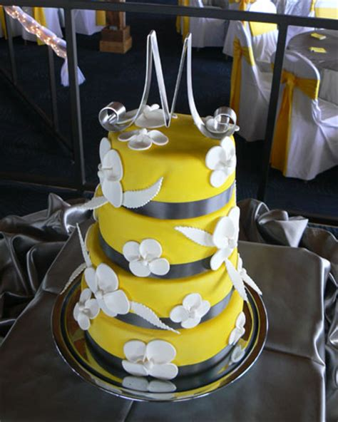 yellow and silver wedding cakes noot s bring your wedding colors to your unity