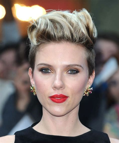 Why Scarlett Johansson Cut Hair | scarlett johansson short straight casual hairstyle