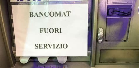 bancomat banco popolare scritte anarchiche nell atrio della popolare