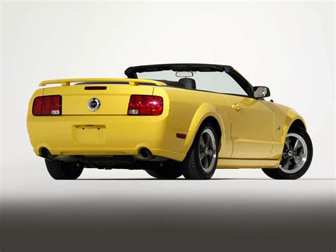 ford mustang gt convertible 2005 08