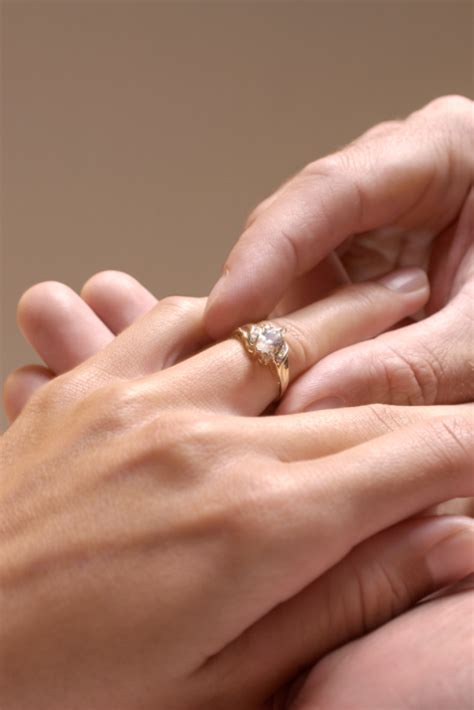Wedding Ring Tight by What Is The Average Cost Of Engagement Ring In 2010
