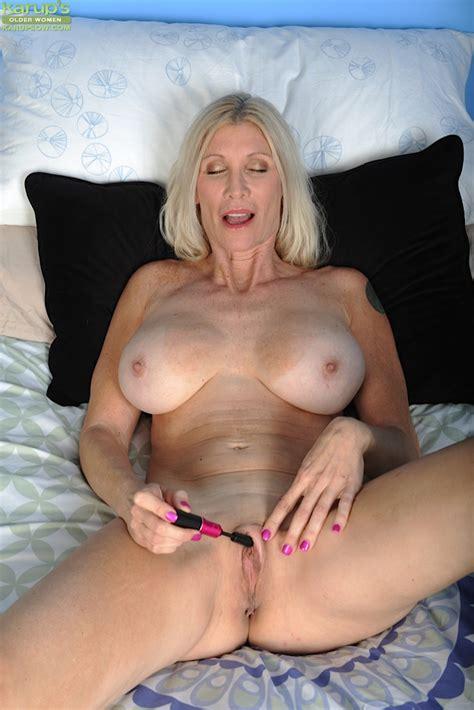 Buxom Blonde Lady Cameo Flaunting Her Big Natural Over Milf Tits Pornpics Com