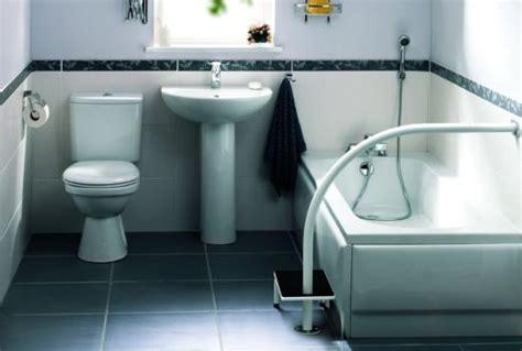 Einstieghilfe Badewanne by Badewannenlift Und Co Wie Auch Im Alter Das Baden