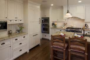 Kitchen Crown Moulding Ideas by Kitchen Cabinet Crown Molding Ideas Kitchen Traditional