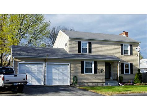 house for sale in ri 4 bedroom homes for sale in east providence rhode island