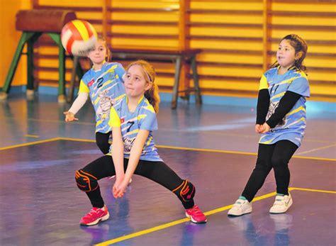 dibujos de niños jugando voleibol nunca es pronto para empezar la nueva espa 241 a diario