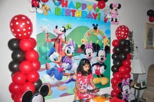 Minnie Balloon Decoration Samayera S Mickey Mouse Bday Party Birthday Decorating