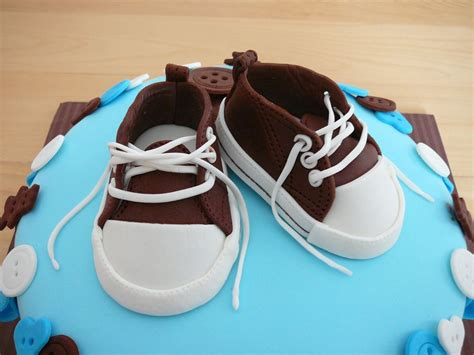 mini baby shoes mini converse baby shoes cakecentral