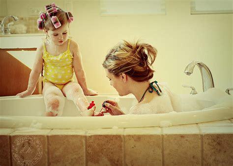 daughter in bathtub bath cute girl hair mom image 110298 on favim com